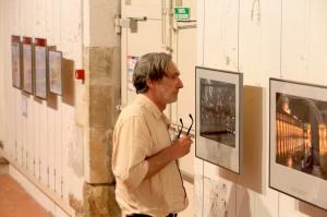 Jean-François Leroy au Couvent des Minimes, lors de la dernière vérification des expositions. Photo : Didier Cameau